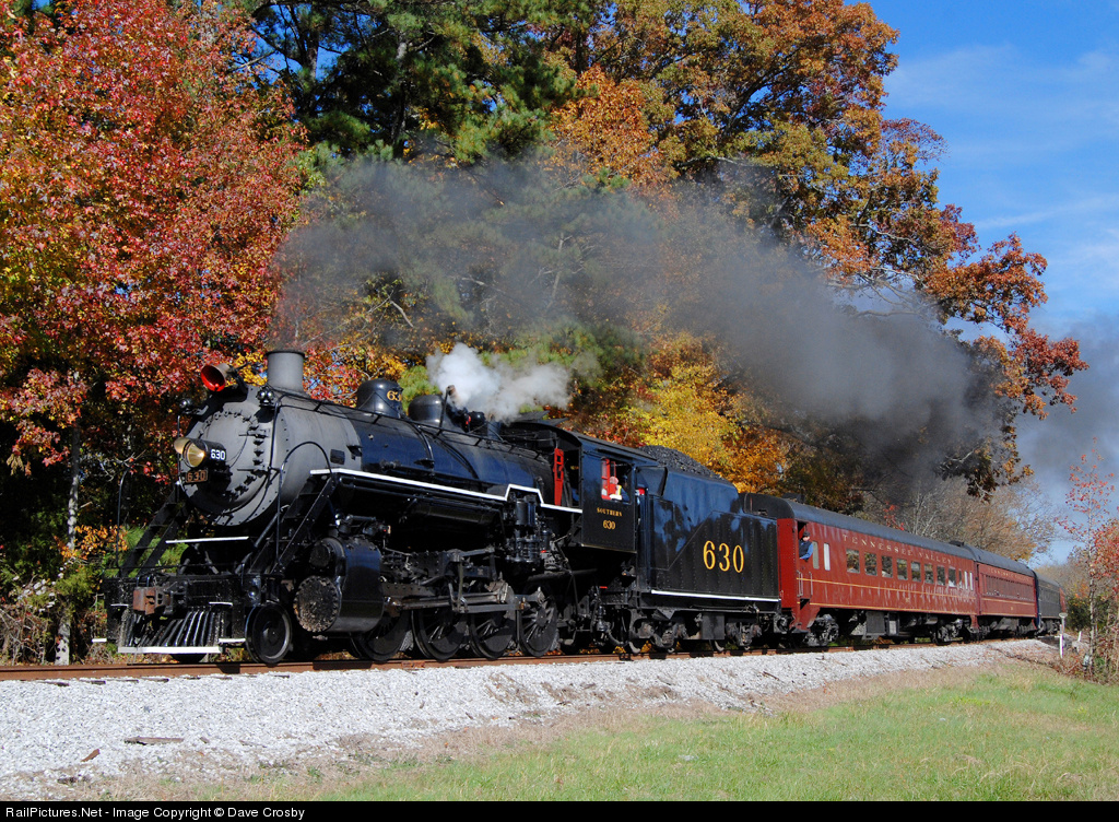The passanger's on TVRM's Southern 630 final Summerville Special of 2011 still have ample fall colors to enjoy on this Sunday morning. Photo by Dave Crosby.