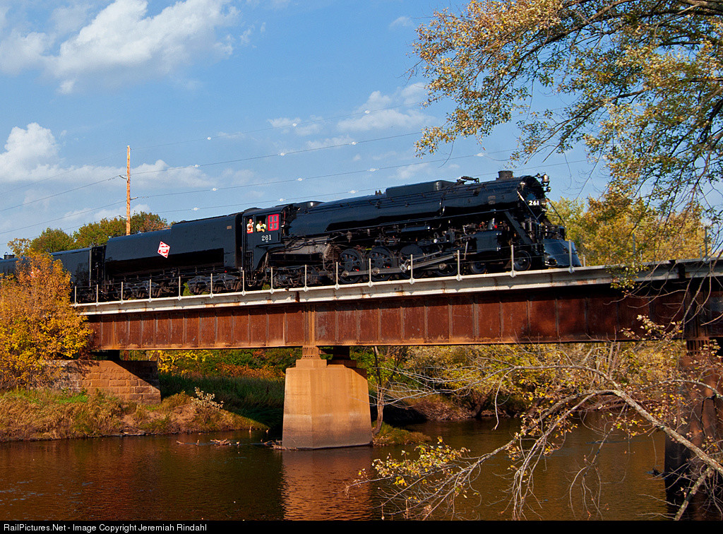 The 2014 MILW 261 annual fall colors excursion over the Snake Rive. Photo by Jeremiah Rindahl